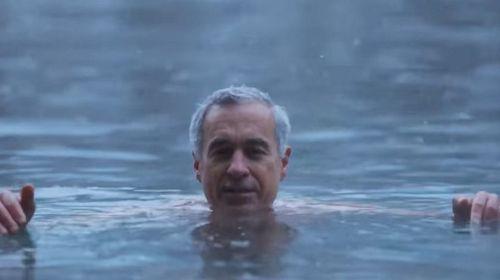 VIDEO Călin Georgescu (AUR), omul Rusiei, susţine că face baie la -6 grade