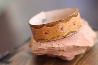 Flower-embossed genuine leather bracelet