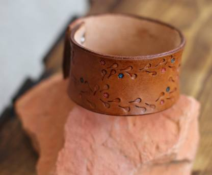 Genuine leather cuff with a blue and pink flower-chain