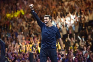 NEWARK, NJ - JULY 22: Tony Robbins speaks on stage during Tony Robbins LIVE: Unleash the Power Within at Prudential Center on July 22, 2017 in Newark, New Jersey. (Photo by Jason Kempin/Getty Images for Robbins Research International)