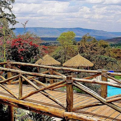 Mara Sopa Lodge footbridge over swimming pool