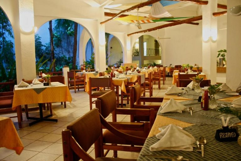 Restaurant at Plaza Beach Hotel