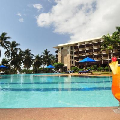 Mombasa Continental Hotel swimming pool