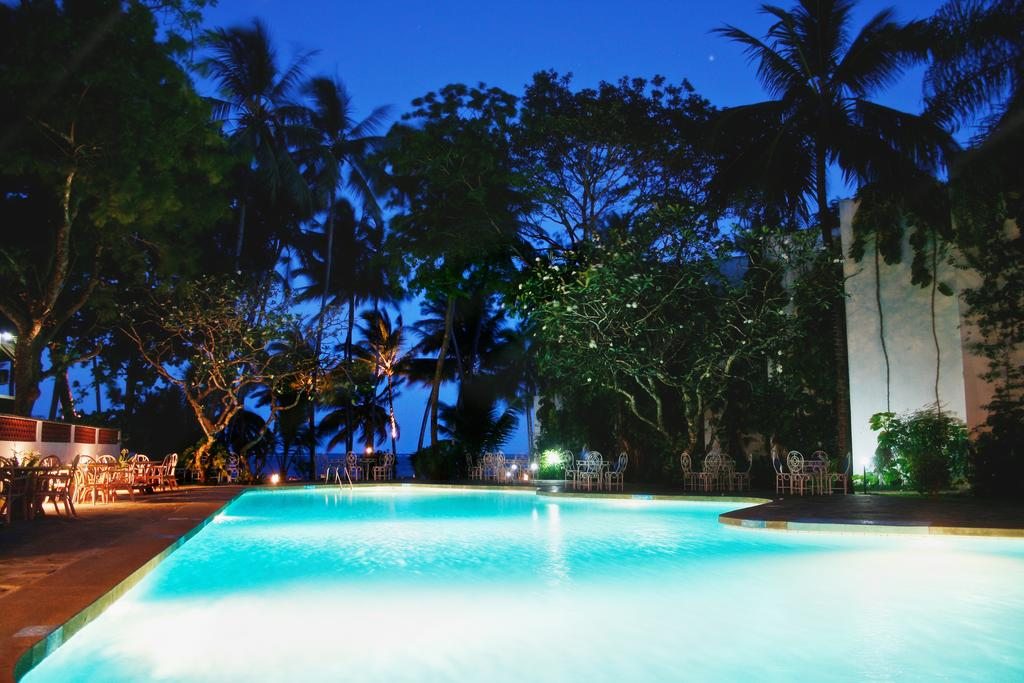 Plaza Beach Hotel swimming pool at night
