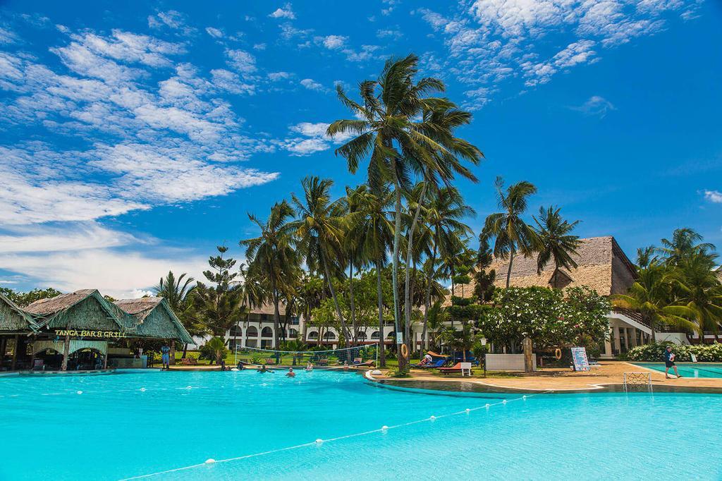 The Reef Hotel, Mombasa swimming pool
