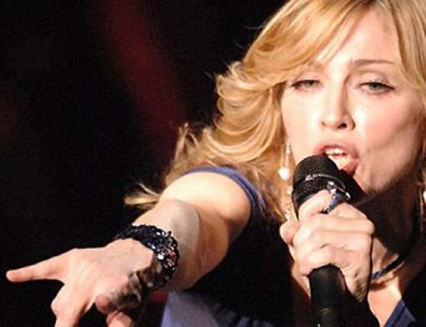 Madonna : Elle nous montre ses fesses