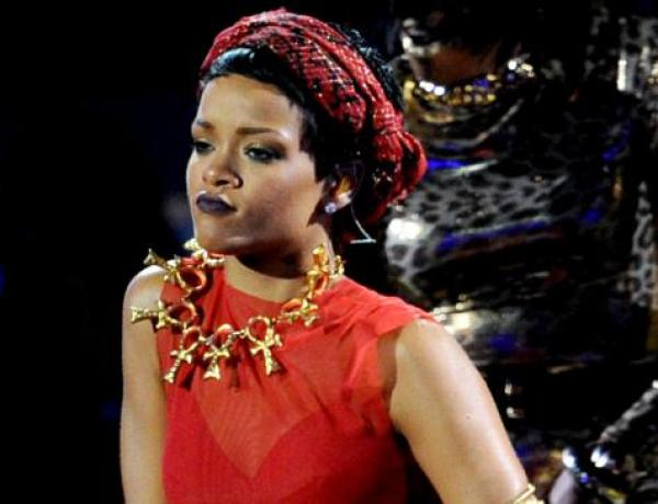 Rihanna : Un baisé pour faire le buzz