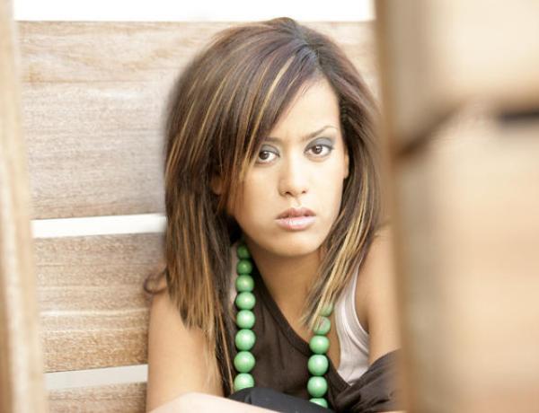 Amel Bent : Son domicile visité pendant sa représentation