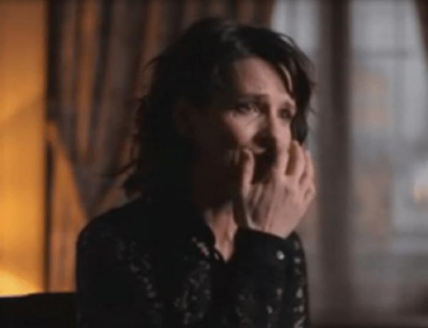 Juliette Binoche fond en larmes sur le plateau de Sept à Huit