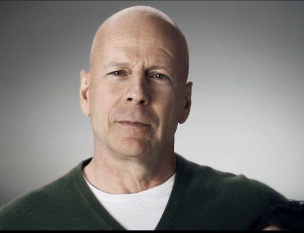 Bruce Willis prend peur… dans une attraction à Disneyland !