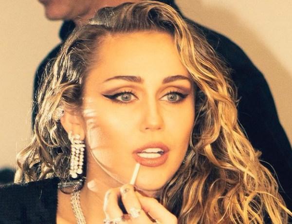 Miley Cyrus transformée de nouveau en… Hannah Montana !