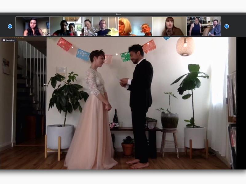 Un couple se marie sur Internet malgré le confinement