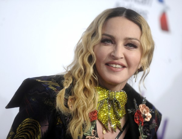 Madonna : Tétons dévoilés et pose provocante, elle choque les internautes !