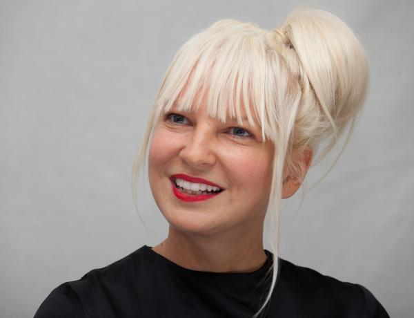 Sia : La chanteuse a adopté deux garçons majeurs !