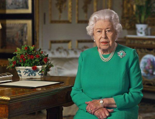 Panique à Buckingham : La reine Elizabeth II s'est fait voler par un proche !
