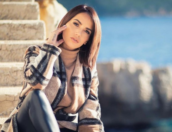 Manon Marsault maman : Elle prend la pose avec sa fille Angelina et s'attire les foudres des internautes