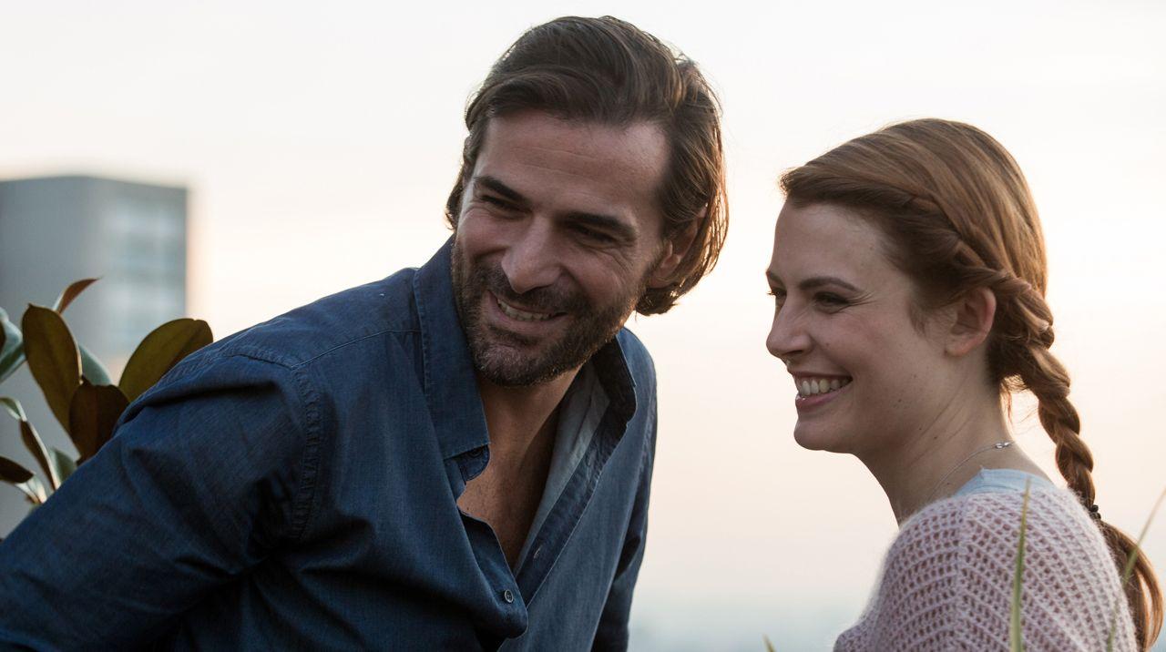 Elodie Frégé en couple avec Grégory Fitoussi : Elle officialise leur relation... et c'est particulièrement romantique !