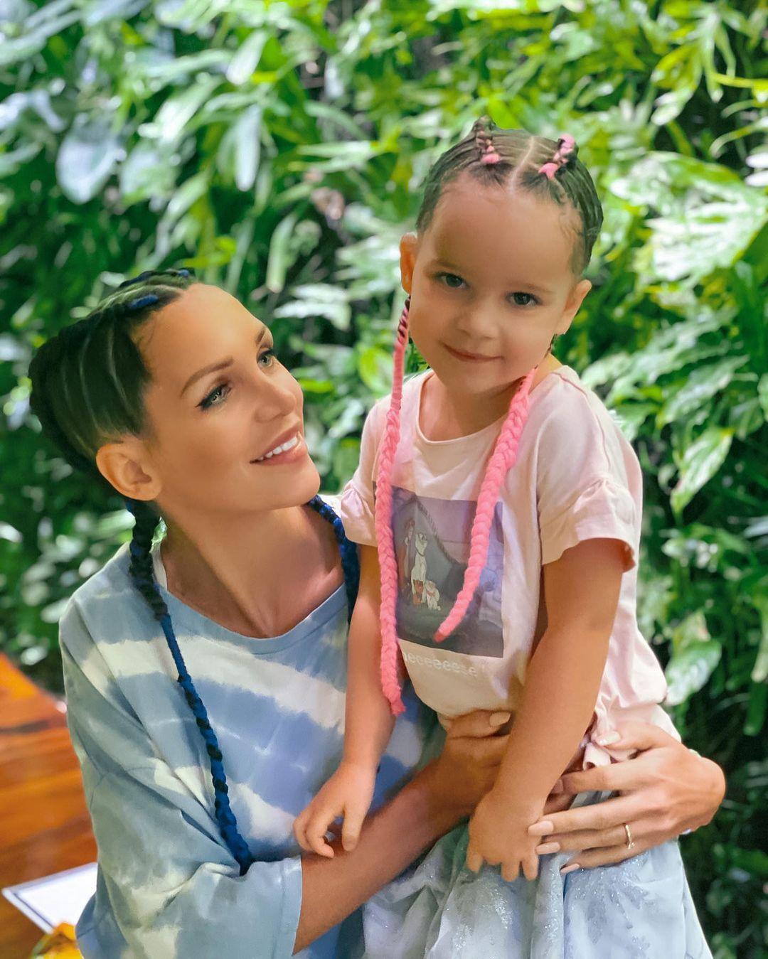 Julia Paredes (Mamans et célèbres) enceinte de son deuxième enfant ? Ce message qui affole ses fans