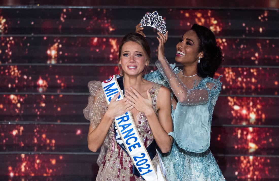 """Miss France 2021 jugée trop maigre : Amandine Petit répond à ses détracteurs """"Je les invite à me payer le restaurant"""""""
