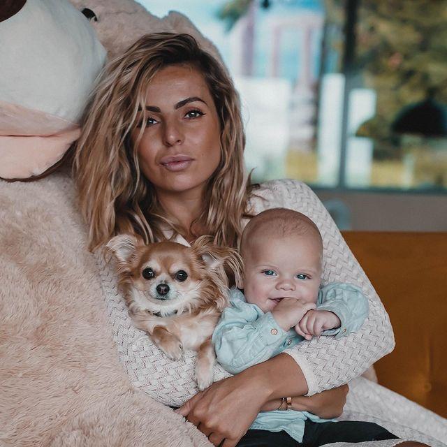 Hillary est l'heureuse maman d'un petit Milo @Instagram