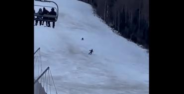 Impressionnant : Un skieur pourchassé par un ours !