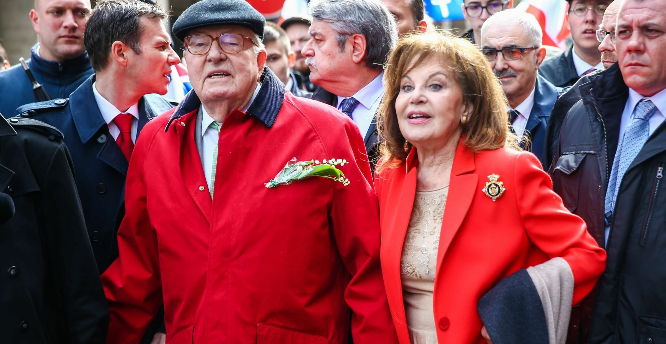 """Jean-Marie Le Pen s'est marié en secret : Son clan sous le choc """"Apprendre cela par voie de presse est humiliant et blessant"""""""