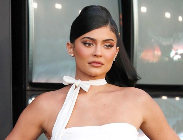 Kylie Jenner expose sa poitrine XXL : Elle déchaîne les passions !