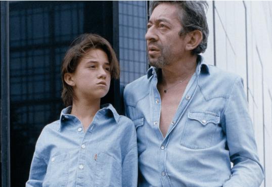 Charlotte Gainsbourg : alcool, violence, elle évoque son enfance auprès de ses parents
