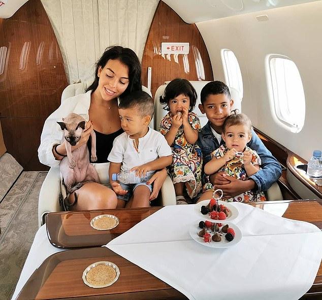 Cristiano Ronaldo : Pourquoi le footballeur a fait rapatrier son chat... en jet privé !