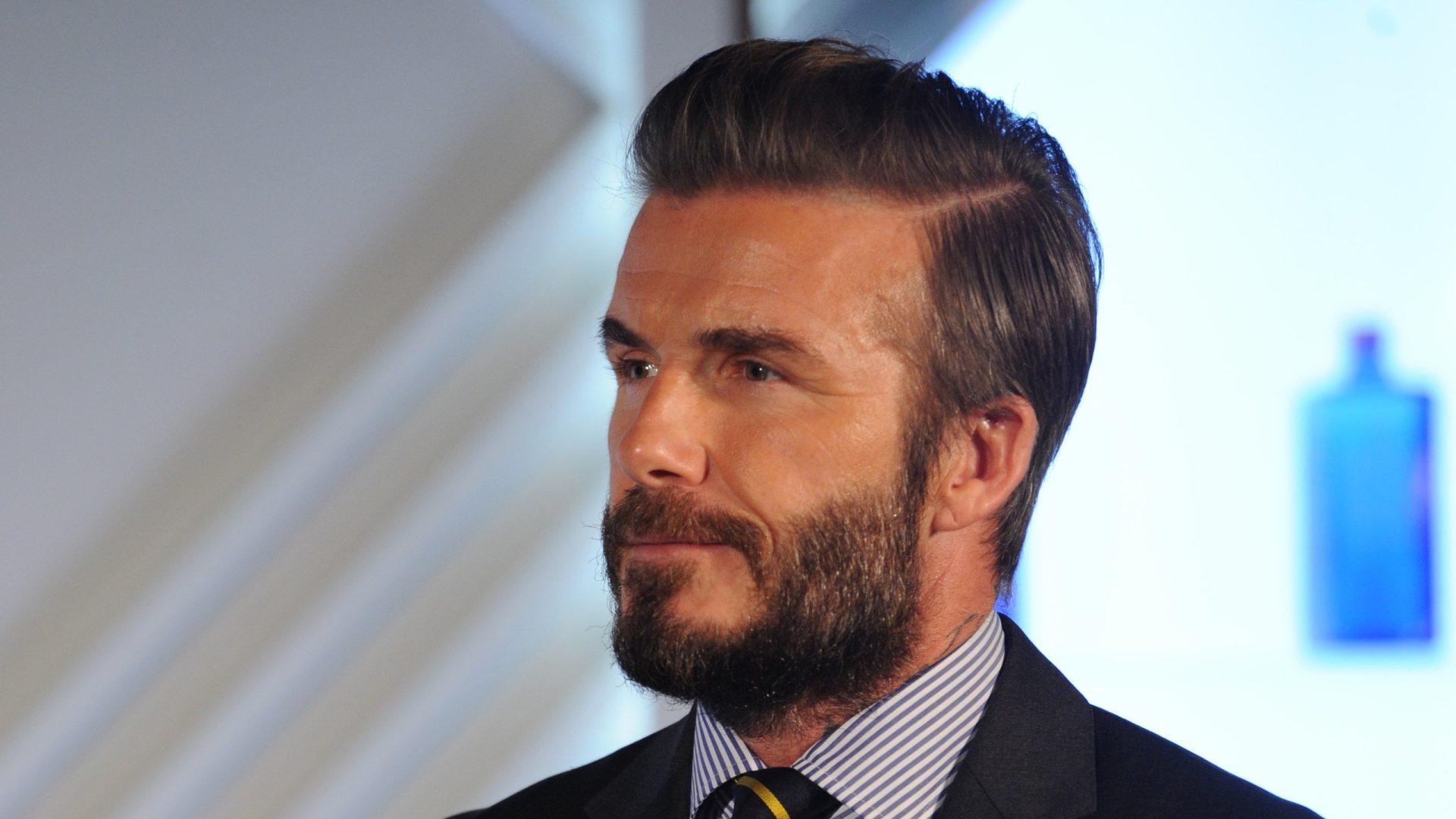 Le Slick hair : Le look rétro qui s'invite sur toutes les têtes
