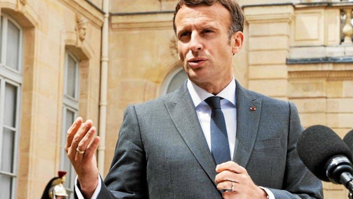 Emmanuel Macron en terrasse avec Jean Castex: Les internautes s'insurgent!