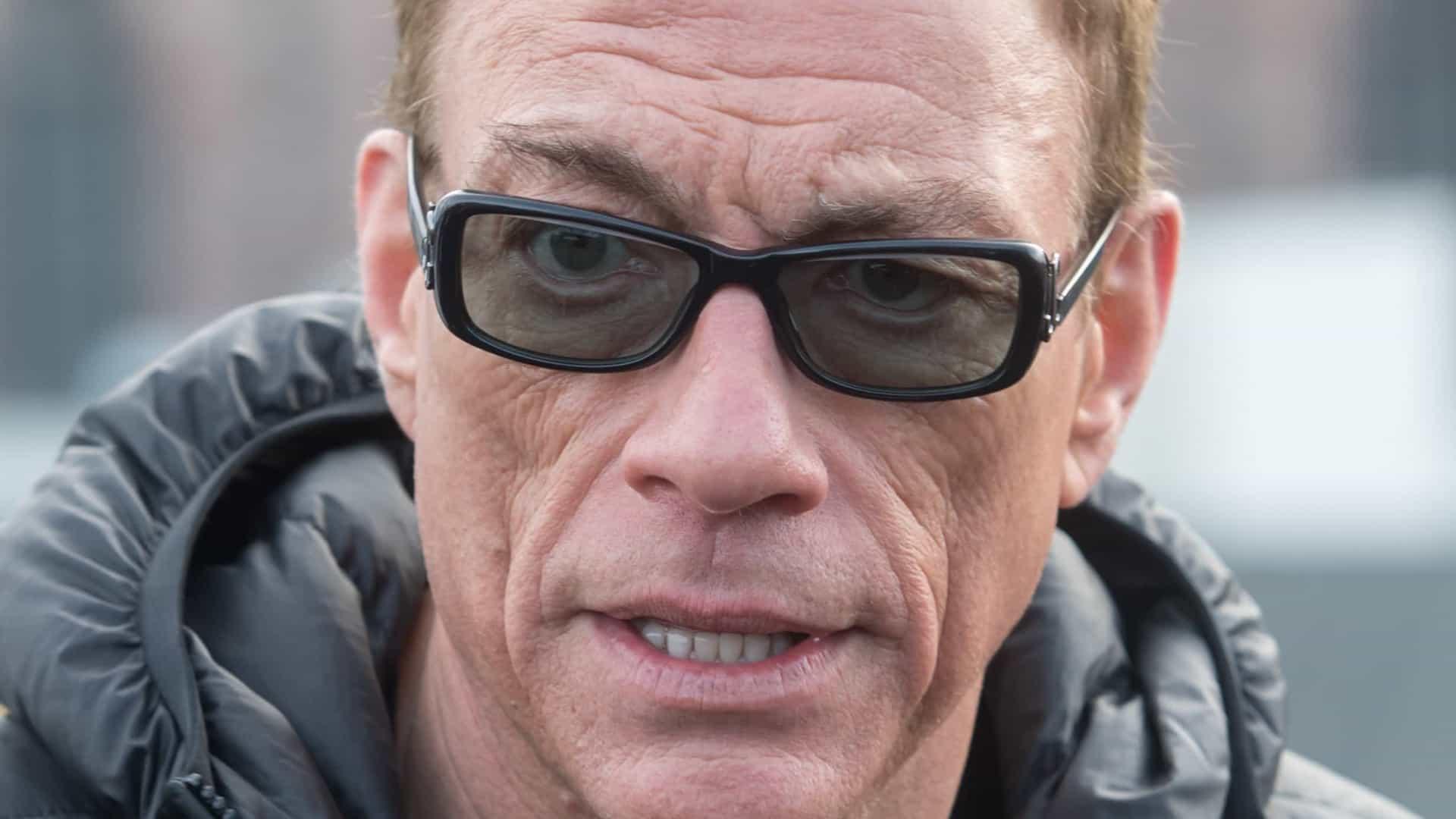 """Jean-Claude Van Damme : """"Équipé"""" contre la Covid-19, il ne compte pas se faire vacciner"""