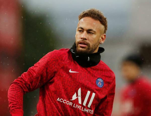 Neymar violemment insulté par un journaliste qui pensait qu'il n'était pas à l'antenne !