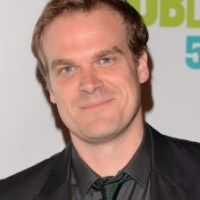 David Harbour Height Weight Body Stats Biceps Wiki Measurements