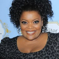 Yvette Nicole Brown Bra Size Height Weight Body Measurements Wiki