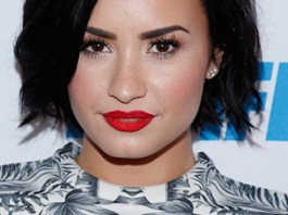 Demi Lovato Measurements, Height, Weight, Bra Size, Age, Wiki, Affairs