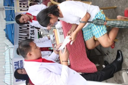A resident avails of the free medical checkup courtesy of DZMM TLC