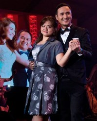 John Estrada dances with an advertiser at the ABS-CBN trade event