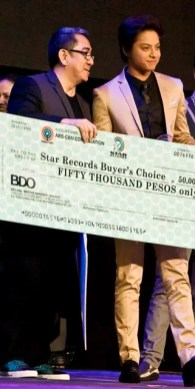 Jungee Marcelo and Daniel Padilla Accepts Award from Star Records