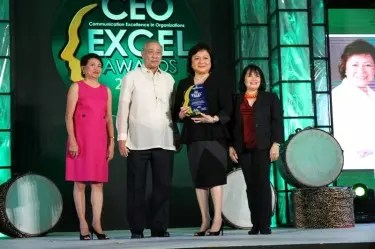 Star Cinema Managing Director Malou Santos receives the CEO Excel Award given by the IABC Philippines