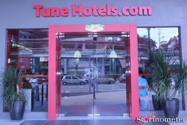 Tune-Hotel-Entrance