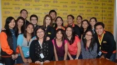 Marian Rivera poses with the Talk 'N Text team