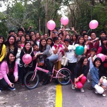 Sheena Halili posed with the kids of Divine Word Seminary. Image courtesy of #PinkWomenOnFire FB page.