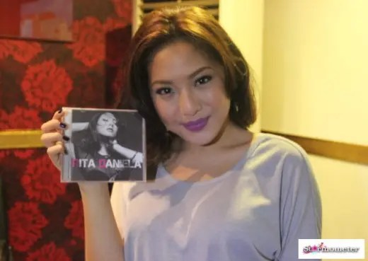 Rita Daniela with Album