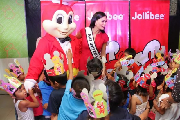 DREAMS OF A QUEEN. The orphans of Manila's ERMA Foundation were all excited and asked questions about how Miss Universe 2015 Pia Wurtzbach made her dreams come true. She gamely answered the questions of the kids and even gave pieces of advice.