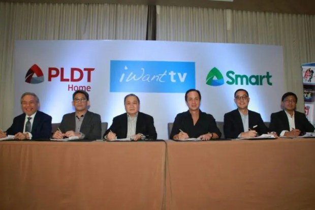 (from left to right) PLDT head of regulatory affairs Ray Espinosa, PLDT executive vice president for Consumer Business Ariel Fermin, PLDT chairman and CEO Manuel Pangilinan, ABS-CBN chairman Eugenio Lopez III, ABS-CBN president and chief executive officer Carlo Katigbak, and ABS-CBN group CFO Ron Valdueza.