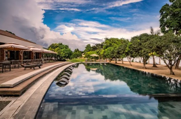 The Pod. Astoria Palawan also offers a wide array of in-resort activities for travelers, like swimming in The Pod, which features an infinity edge that seems to connect to the Sulu Sea. The pool also has a large section for sunken loungers and a separate lounge area for children.