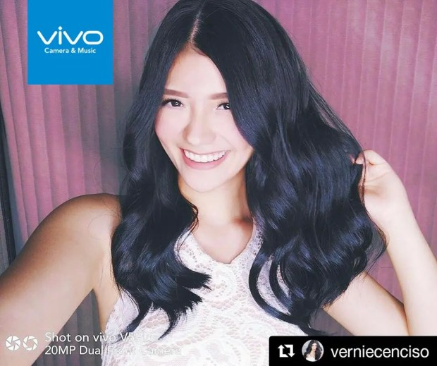 Fashion and lifestyle blogger Verniece Enciso is glad to finally have the Vivo V5 Plus perfect selfie phone.