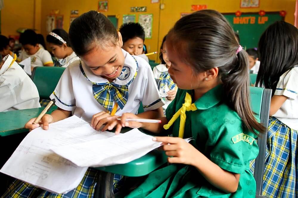 elever-studerar-filippinerna-taytay