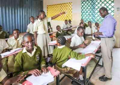 Examensprov i Kenya uppskjutna